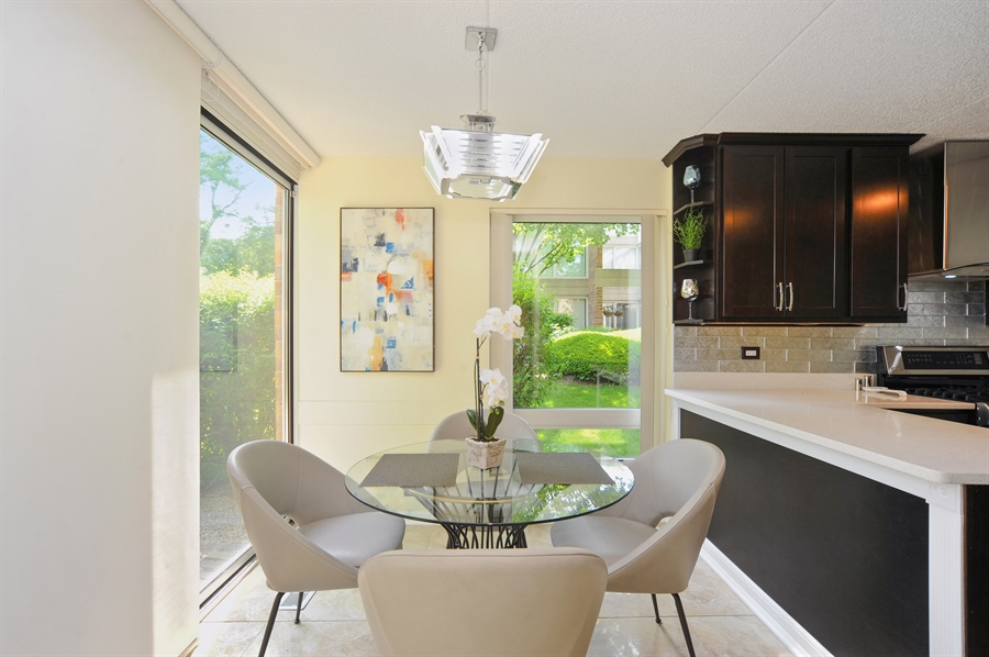 Real Estate Photography - 118 Wellington, Northbrook, IL, 60062 - Breakfast Area