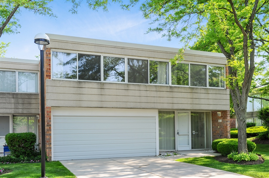 Real Estate Photography - 118 Wellington, Northbrook, IL, 60062 - Front View
