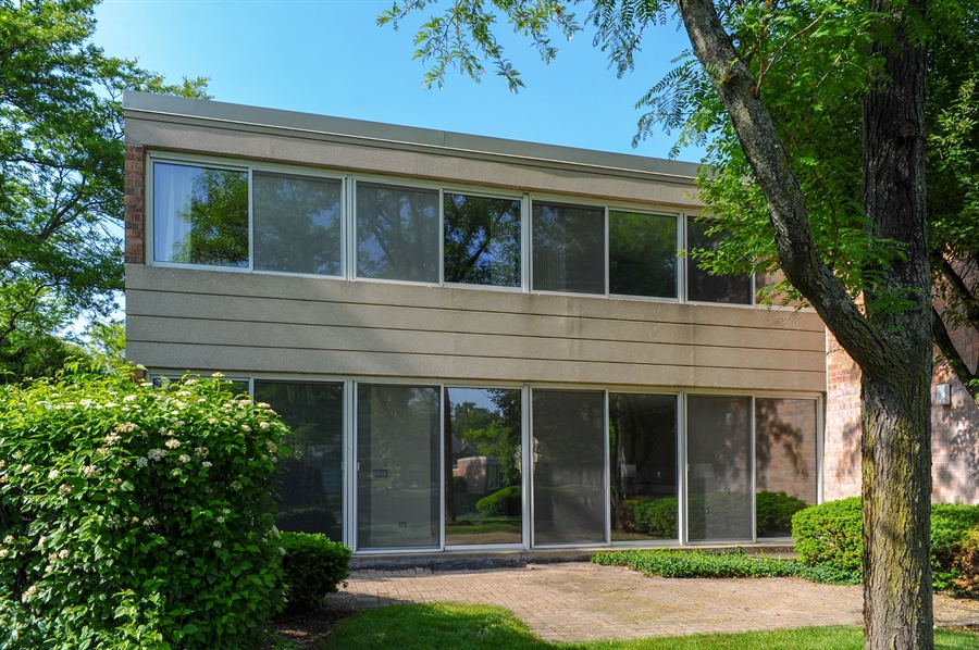 Real Estate Photography - 118 Wellington, Northbrook, IL, 60062 - Rear View