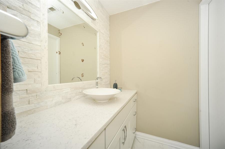Real Estate Photography - 118 Wellington, Northbrook, IL, 60062 - Bathroom