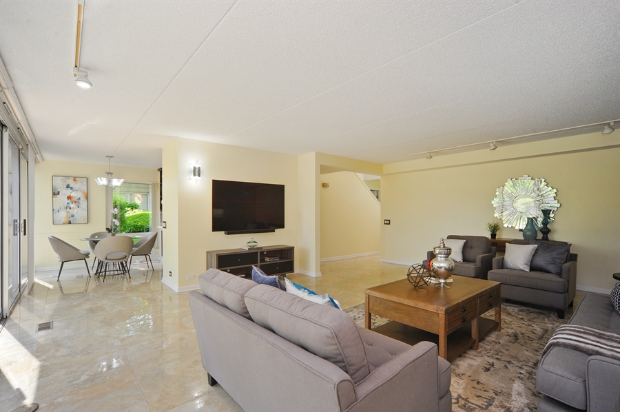 Real Estate Photography - 118 Wellington, Northbrook, IL, 60062 - Kitchen / Living Room
