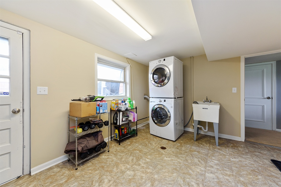 Real Estate Photography - 2148 Eastview Dr, Des Plaines, IL, 60018 - Mudroom