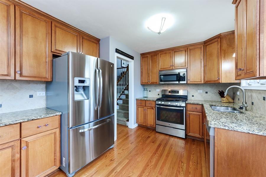 Real Estate Photography - 2148 Eastview Dr, Des Plaines, IL, 60018 - Kitchen