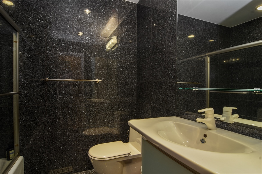 Real Estate Photography - 1237 Eric Lane, Lake Zurich, IL, 60047 - Bathroom