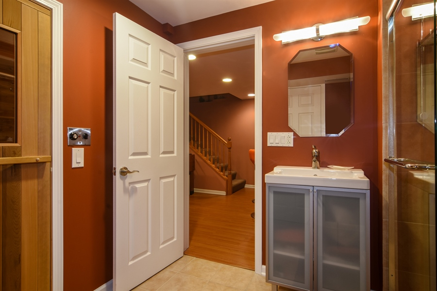 Real Estate Photography - 1237 Eric Lane, Lake Zurich, IL, 60047 - 2nd Bathroom