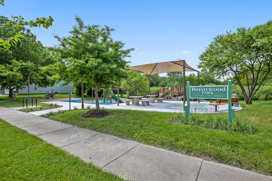 Real Estate Photography - 2000 S Valley Rd, Lombard, IL, 60148 - View