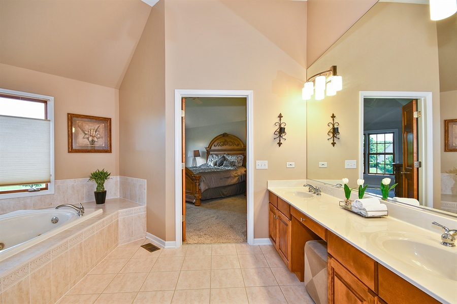 Real Estate Photography - 4135 River Ridge Dr, St Charles, IL, 60175 - Master Bathroom