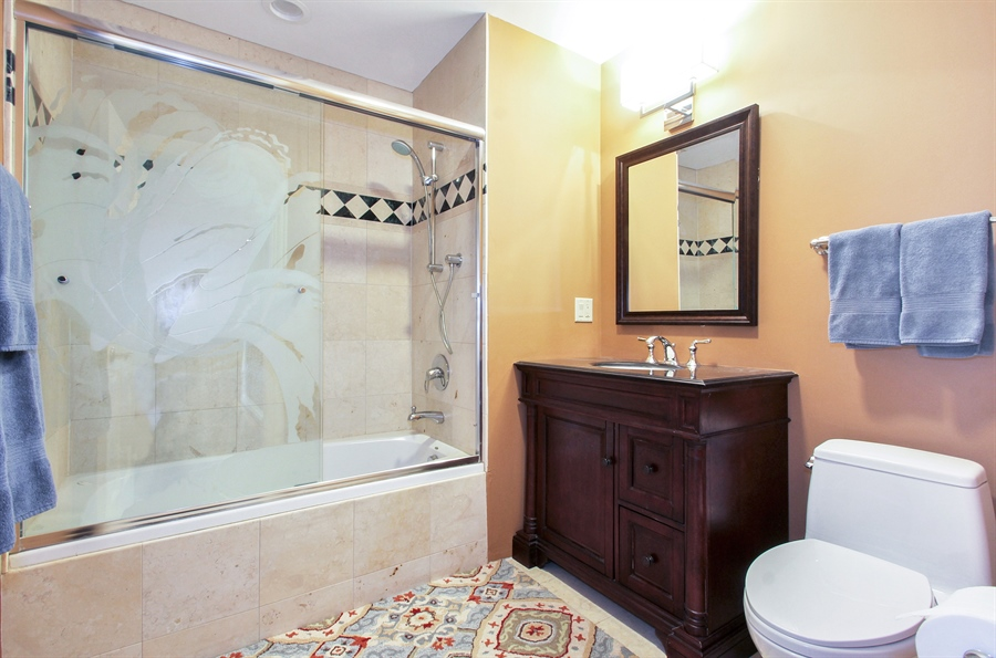 Real Estate Photography - 906 Queens, Glenview, IL, 60025 - Additional Bathroom