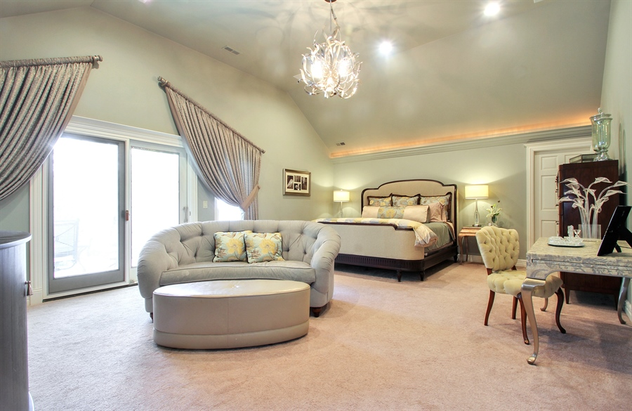 Real Estate Photography - 906 Queens, Glenview, IL, 60025 - Master Bedroom