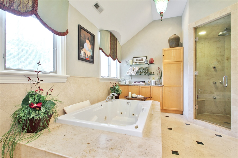 Real Estate Photography - 906 Queens, Glenview, IL, 60025 - Master Bathroom