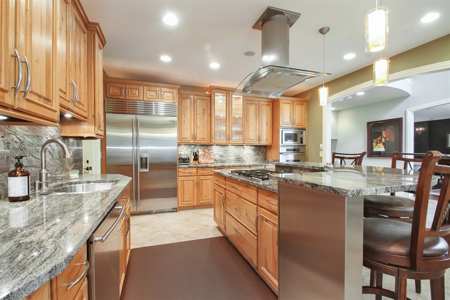 Real Estate Photography - 906 Queens, Glenview, IL, 60025 - Kitchen