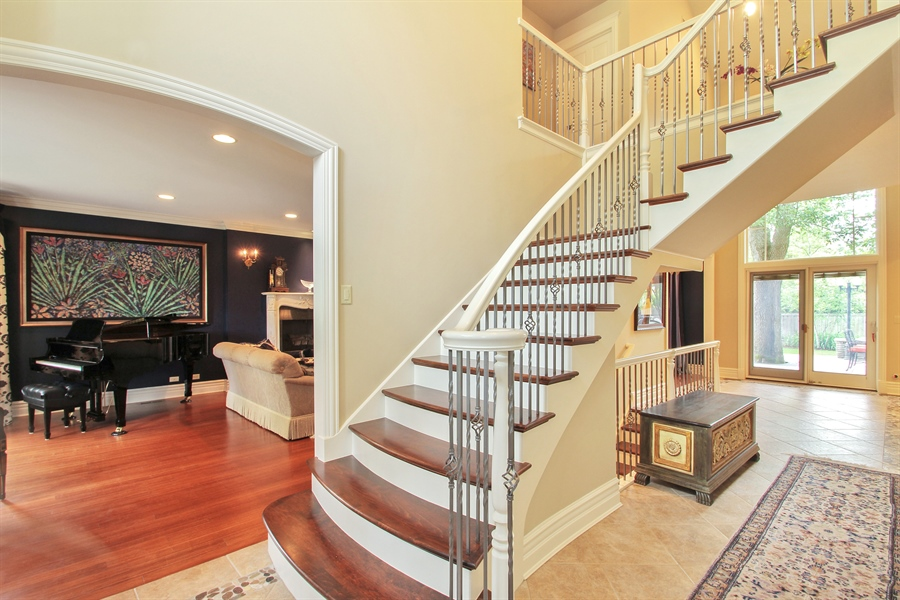 Real Estate Photography - 906 Queens, Glenview, IL, 60025 - Foyer