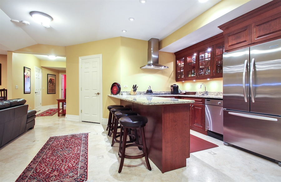 Real Estate Photography - 906 Queens, Glenview, IL, 60025 - Bar