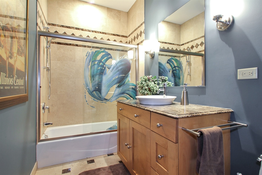 Real Estate Photography - 906 Queens, Glenview, IL, 60025 - First Floor Full Bath