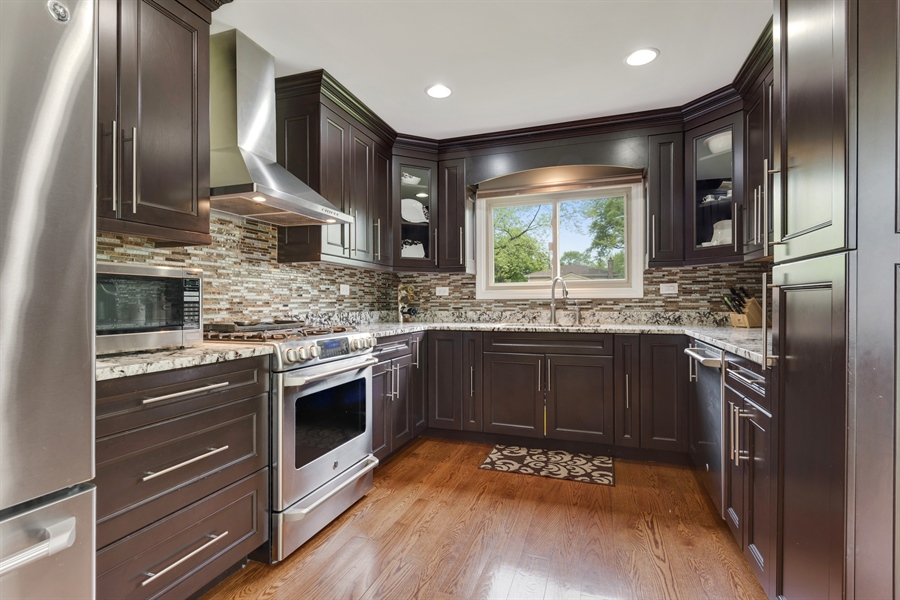 Real Estate Photography - 3219 MARY KAY, GLENVIEW, IL, 60026 - Kitchen