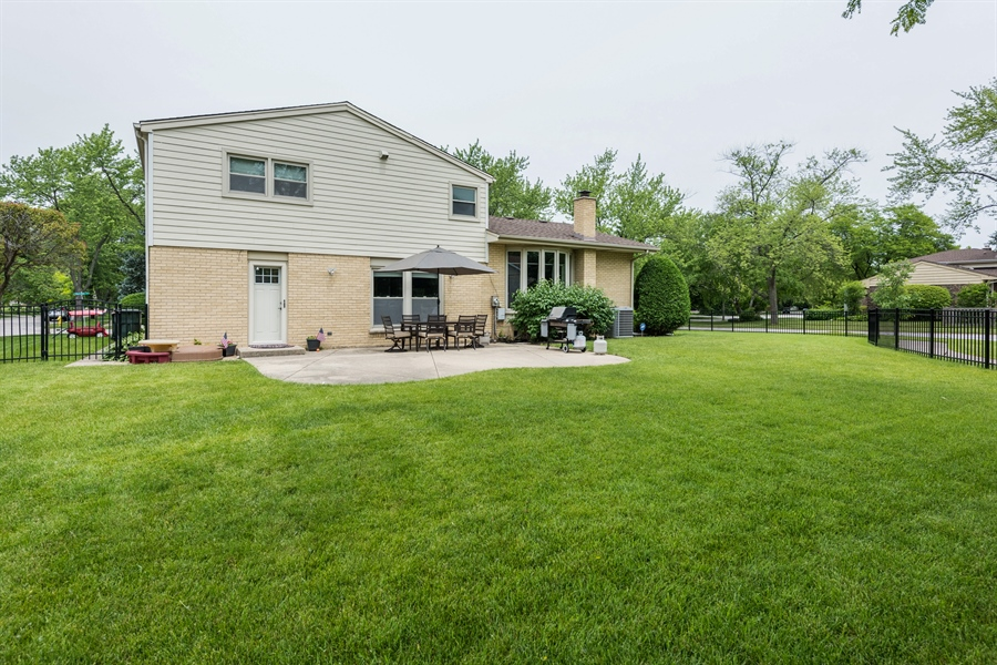 Real Estate Photography - 3219 MARY KAY, GLENVIEW, IL, 60026 - Rear View