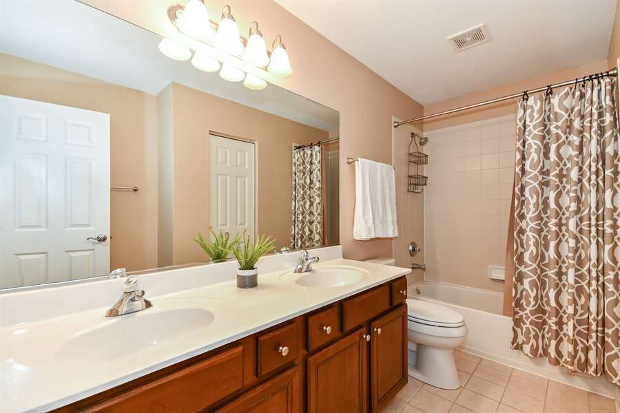 Real Estate Photography - 39W274 E Mallory Dr, Geneva, IL, 60134 - 2nd Bathroom
