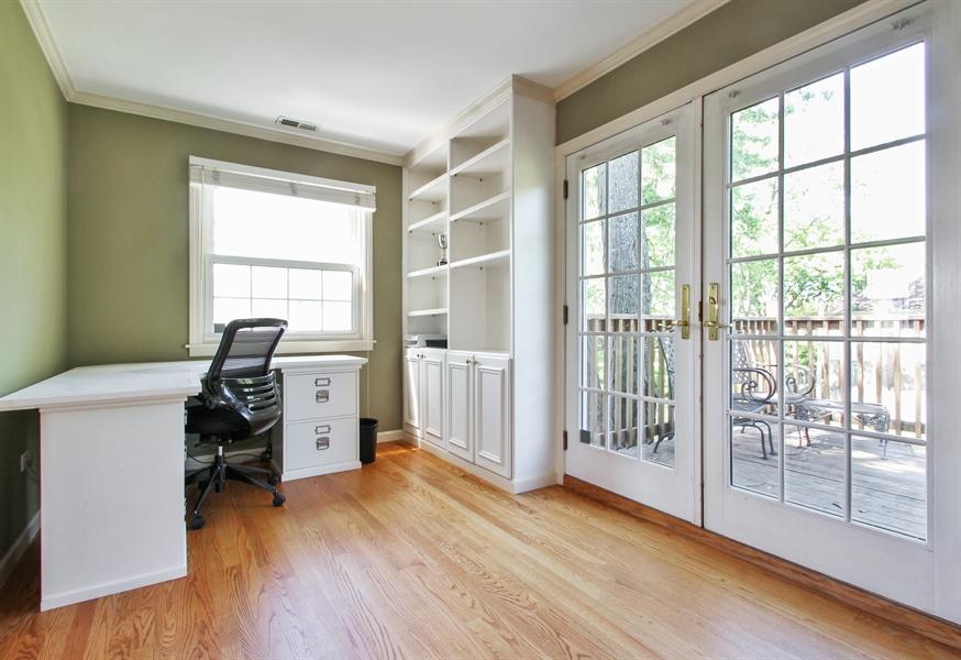 Real Estate Photography - 2750 Landwehr, Northbrook, IL, 60062 - Master Sitting Room
