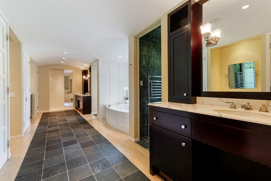 Real Estate Photography - 211 West Westminster, Lake Forest, IL, 60045 - Master Bathroom