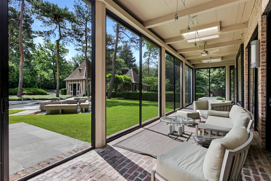 Real Estate Photography - 211 West Westminster, Lake Forest, IL, 60045 - Porch