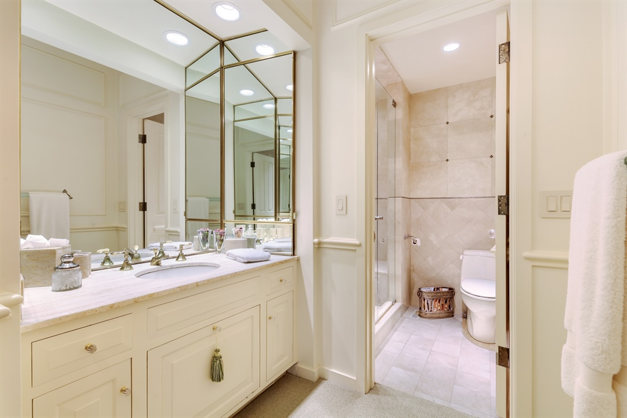 Real Estate Photography - 211 West Westminster, Lake Forest, IL, 60045 - Bathroom