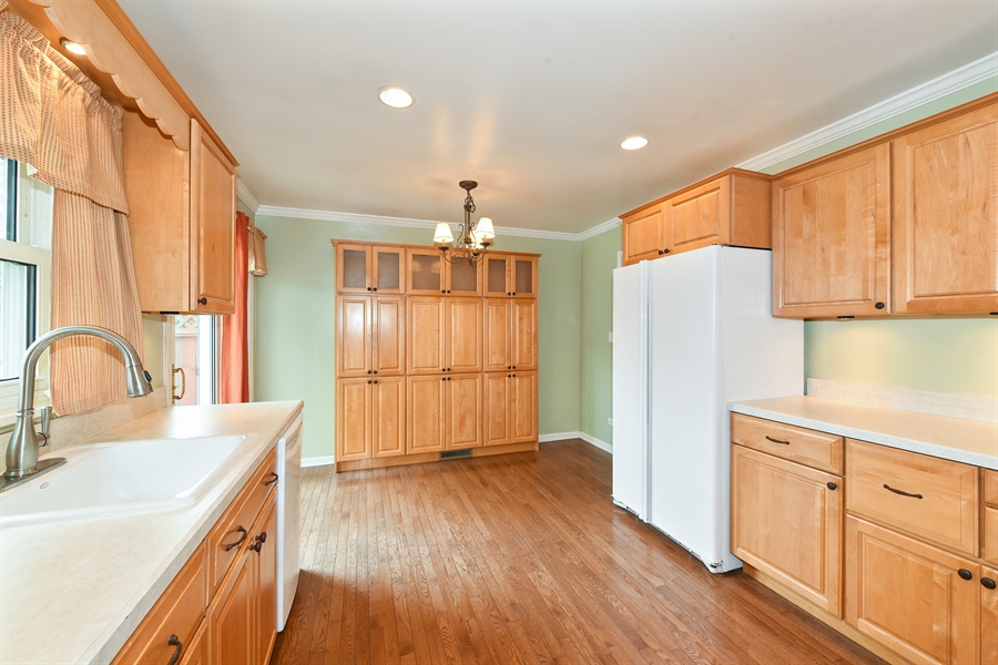Real Estate Photography - 509 S Chase Ave, Lombard, IL, 60148 - Kitchen
