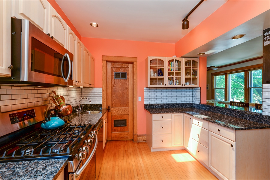 Real Estate Photography - 3340 N. Paulina, 3, Chicago, IL, 60657 - Kitchen