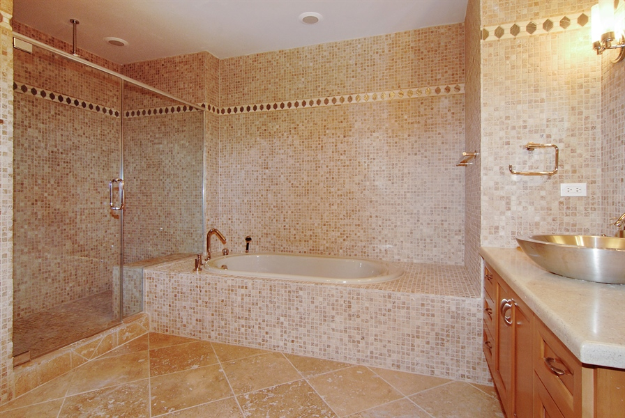 Real Estate Photography - 520 S Washington, Unit Penthouse 03, Naperville, IL, 60540 - Master Bathroom