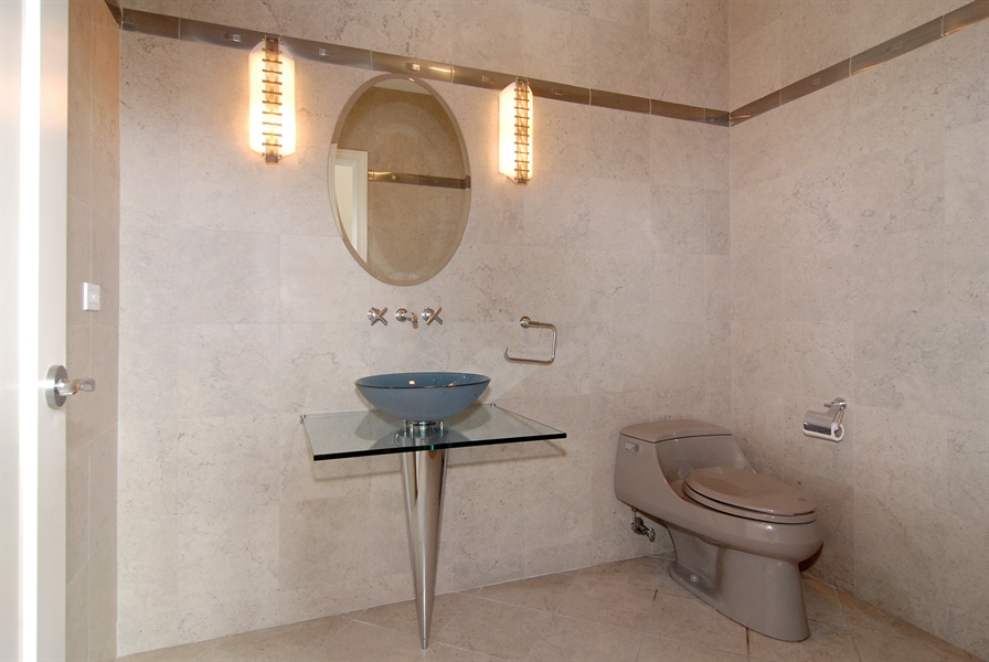 Real Estate Photography - 520 S Washington, Unit Penthouse 03, Naperville, IL, 60540 - Bathroom