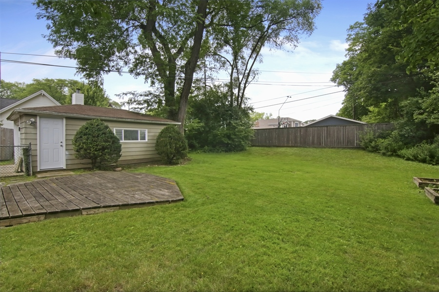 Real Estate Photography - 1060 Cedar, Northbrook, IL, 60062 - Back Yard