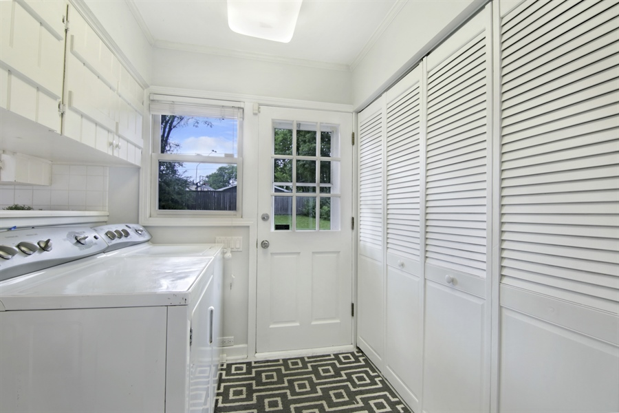 Real Estate Photography - 1060 Cedar, Northbrook, IL, 60062 - Laundry Room