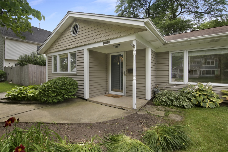 Real Estate Photography - 1060 Cedar, Northbrook, IL, 60062 - Entryway