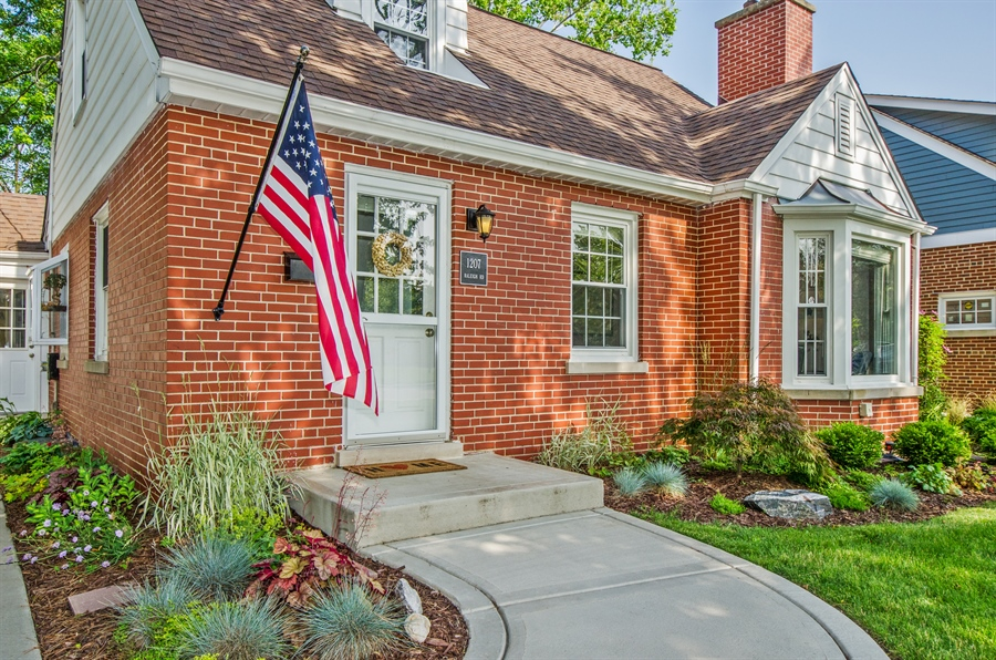 Real Estate Photography - 1207 Raleigh, Glenview, IL, 60025 - Front View