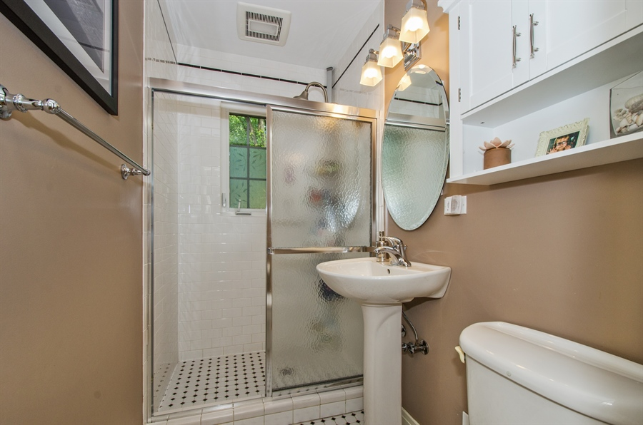 Real Estate Photography - 1207 Raleigh, Glenview, IL, 60025 - 1st Floor Full Bath