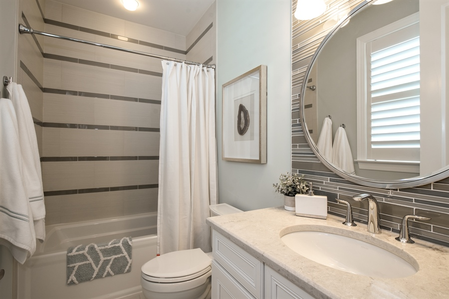 Real Estate Photography - 6 Arches Ct., South Barrington, IL, 60010 - 2nd Bathroom