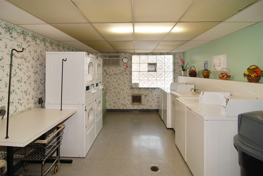 Real Estate Photography - 300 Circle Ave, 4I, Forest Park, IL, 60130 - Laundry Room