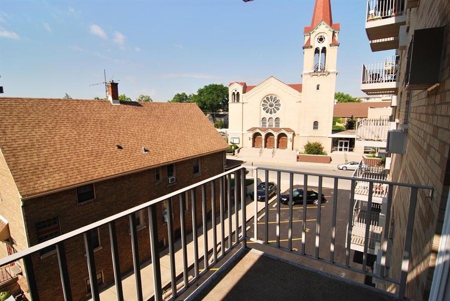 Real Estate Photography - 300 Circle Ave, 4I, Forest Park, IL, 60130 - Balcony