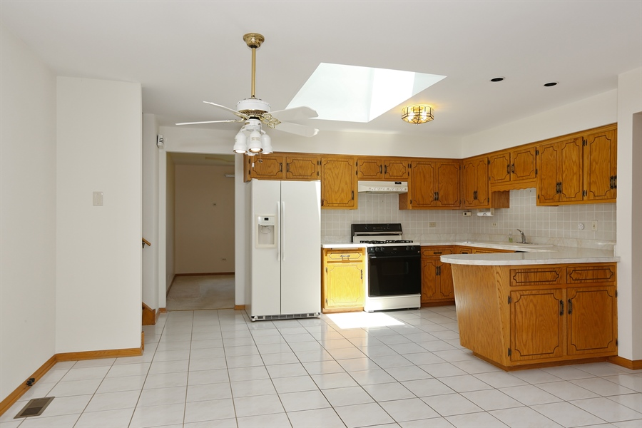 Real Estate Photography - 18712 London Ln, Mokena, IL, 60448 - Kitchen / Breakfast Room