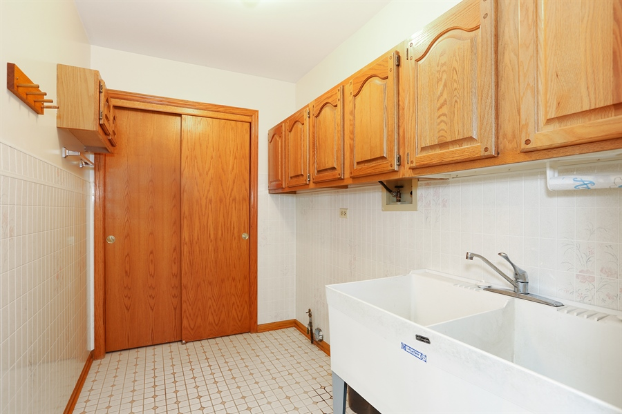 Real Estate Photography - 18712 London Ln, Mokena, IL, 60448 - Laundry Room