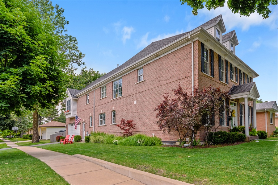 Real Estate Photography - 1202 N Mitchell, Arlington Heights, IL, 60004 - Side View