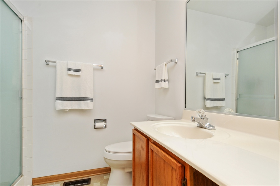 Real Estate Photography - 2603 Cedar Glade Drive, 103, Naperville, IL, 60540 - 2nd Bathroom