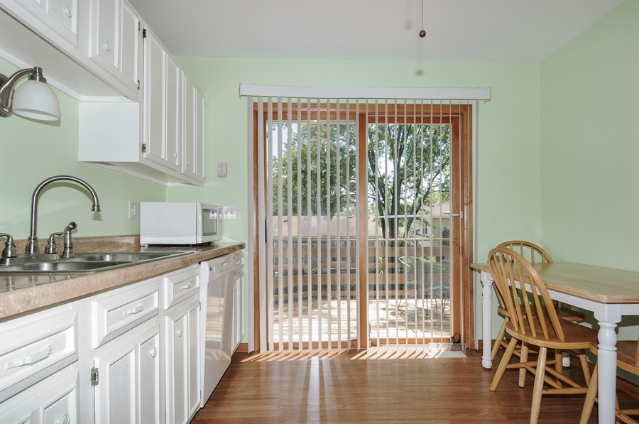 Real Estate Photography - 649 Cochise, Bolingbrook, IL, 60440 - Kitchen / Breakfast Room