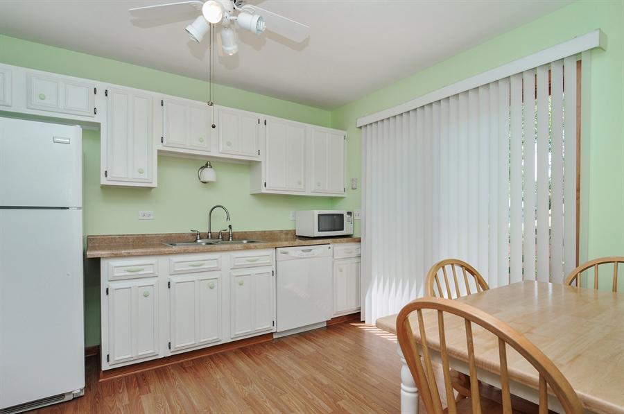 Real Estate Photography - 649 Cochise, Bolingbrook, IL, 60440 - Kitchen