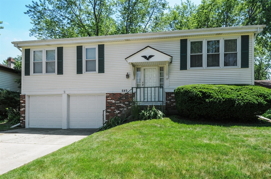 Real Estate Photography - 649 Cochise, Bolingbrook, IL, 60440 - Front View