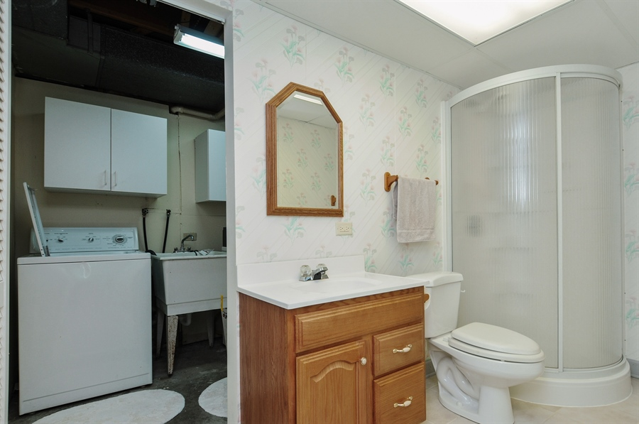 Real Estate Photography - 649 Cochise, Bolingbrook, IL, 60440 - 2nd Bathroom
