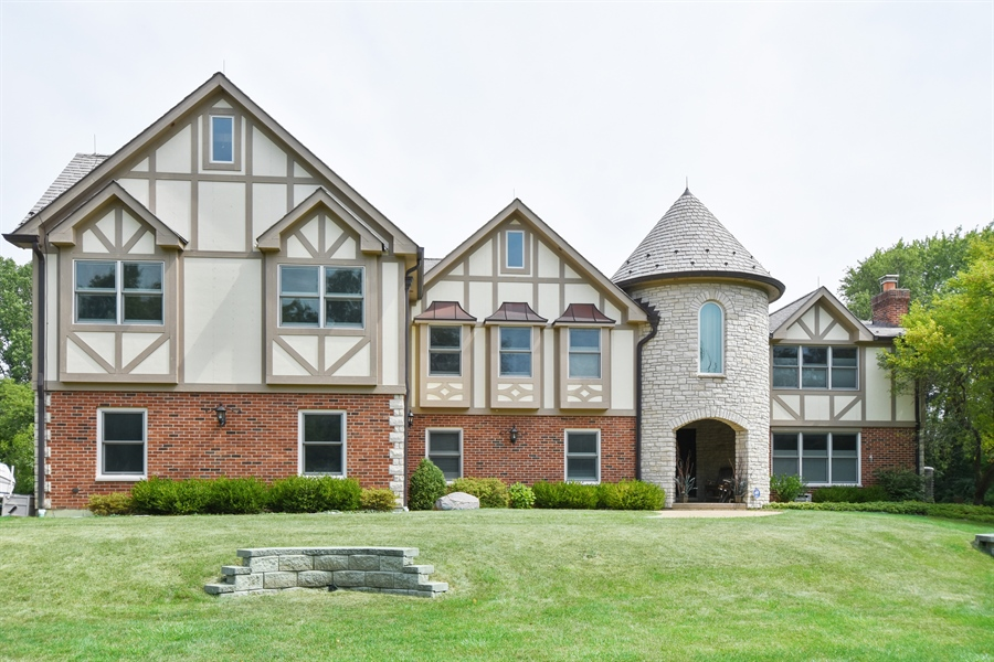 Real Estate Photography - 157K Helm Rd, Barrington Hills, IL, 60010 - Front View