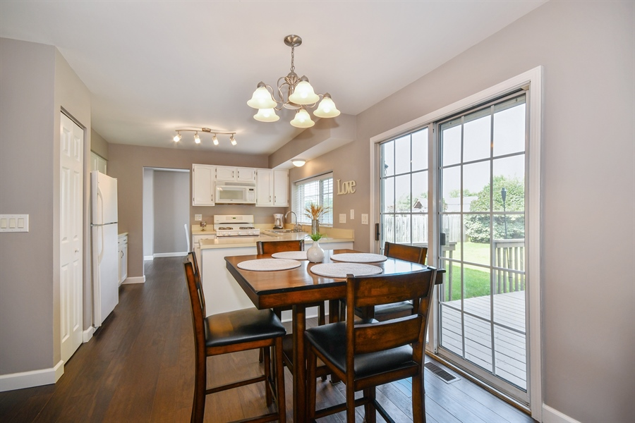 Real Estate Photography - 1113 Country Glen, Carol Stream, IL, 60188 - Kitchen / Breakfast Room