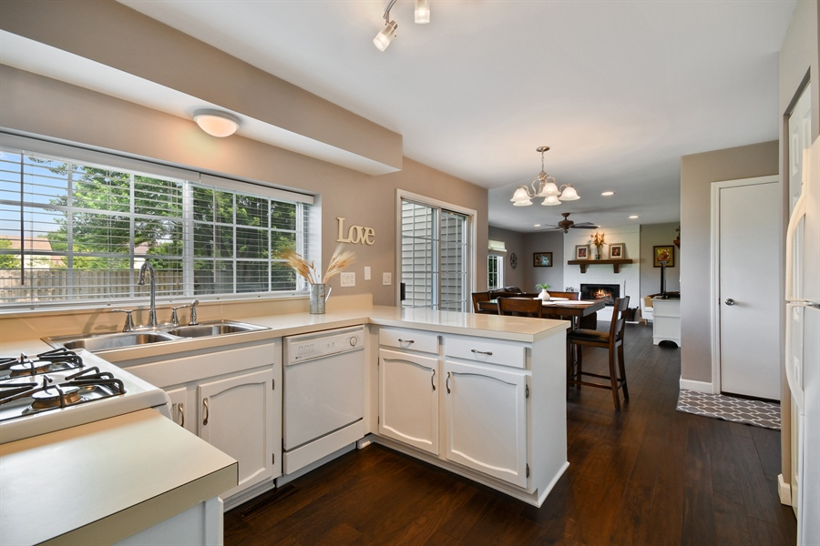 Real Estate Photography - 1113 Country Glen, Carol Stream, IL, 60188 - Kitchen