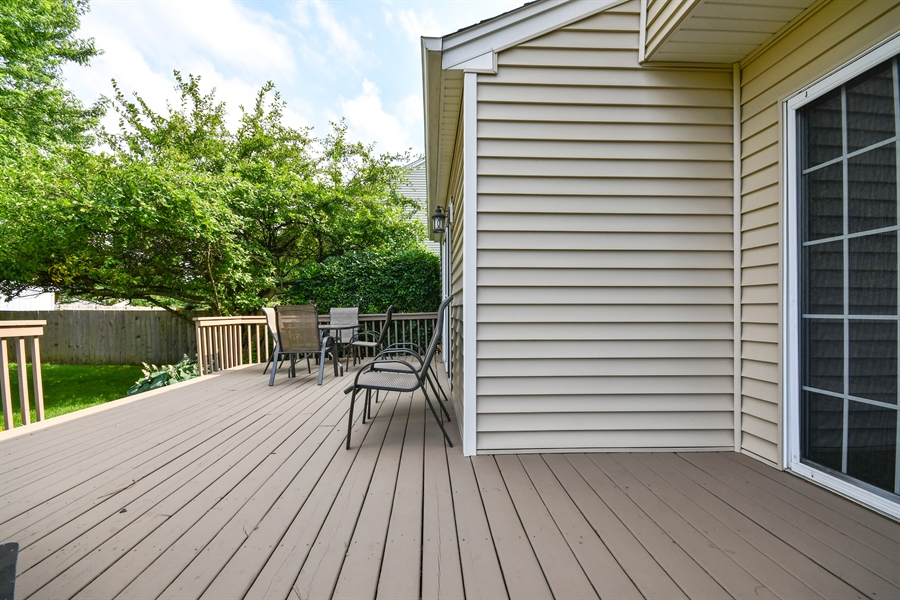 Real Estate Photography - 1113 Country Glen, Carol Stream, IL, 60188 - Deck