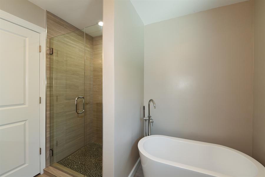 Real Estate Photography - 6344 Pontiac Dr., DR, INDIAN HEAD PARK, IL, 60525 - Bathroom